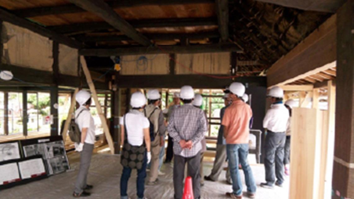 古民家構造見学会の様子